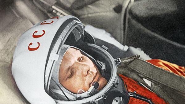 Космонавт Юрий Гагарин в кабине космического корабля Восток-1 перед стартом. Космодром Байконур, 12 апреля 1961 год. - Sputnik Абхазия