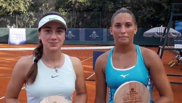 Абхазская теннисистка Амина Аншба в паре с венгеркой Панной Удварди - Sputnik Абхазия