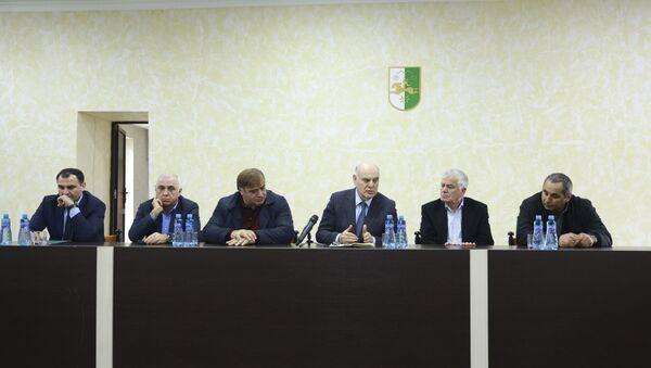 Президент Аслан Бжания предоставил активу очамчырского района нового исполняющего обязаности главы Беслана Бигвава - Sputnik Аҧсны