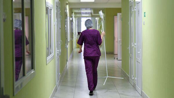 Сотрудница детской инфекционной больницы в Симферополе. - Sputnik Абхазия