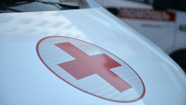 Красный крест на автомобиле скорой медицинской помощи в Свердловской области. - Sputnik Аҧсны