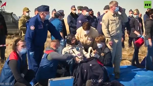 После шести месяцев на орбите: космонавты вернулись на Землю с МКС - Sputnik Абхазия