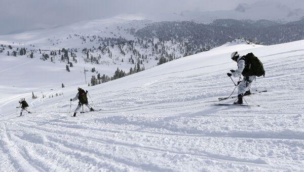 Всеармейский конкурс по ски-альпинизму Саянский марш в Красноярском крае - Sputnik Абхазия