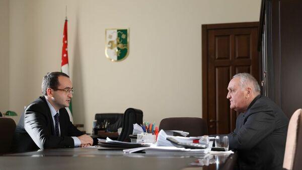 Анри Барциц на встрече с Александром Анкваб - Sputnik Аҧсны