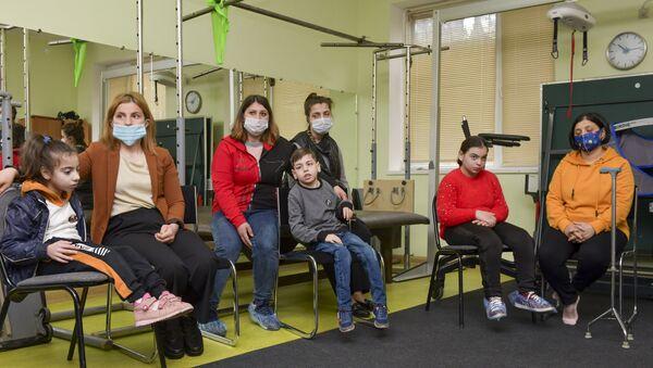 Ашана открыл сбор средств на покупку колясок для маломобильных детей - Sputnik Абхазия