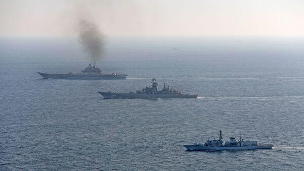 Британские ВМС и ВВС сопровождают российские корабли Адмирал Кузнецов и Петр Великий - Sputnik Аҧсны