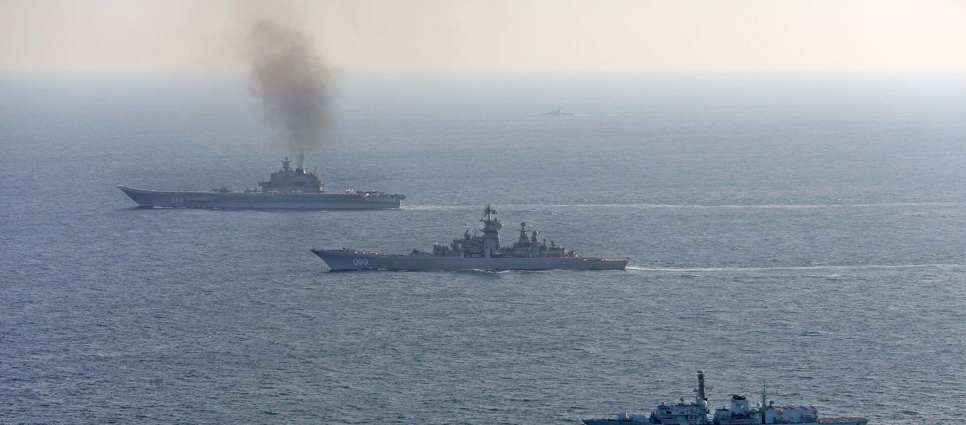 Британские ВМС и ВВС сопровождают российские корабли Адмирал Кузнецов и Петр Великий - Sputnik Аҧсны, 1920, 11.05.2021