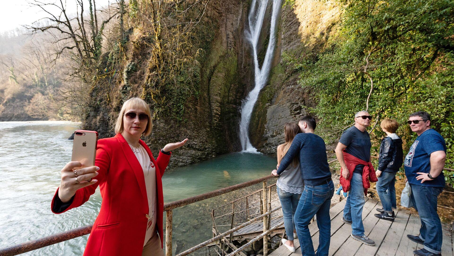 Ореховский водопад в Сочи - Sputnik Абхазия, 1920, 04.10.2021