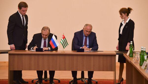 Подписание соглашений между Абхазией и Республикой Крым - Sputnik Абхазия