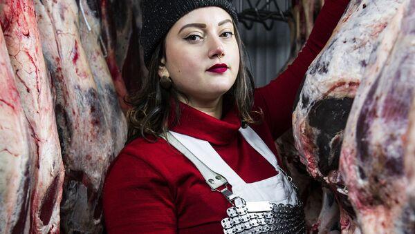 Снимок Female butchers of Panzano - Martina итальянского фотографа Marina Spironetti, победивший в категории The Claire Aho Award for Women Photographers конкурса 2021 Pink Lady® Food Photographer of the Year - Sputnik Абхазия