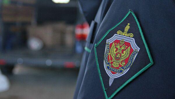 Шеврон на форме пограничника на пункте пропуска Джанкой на границе России и Украины. - Sputnik Аҧсны
