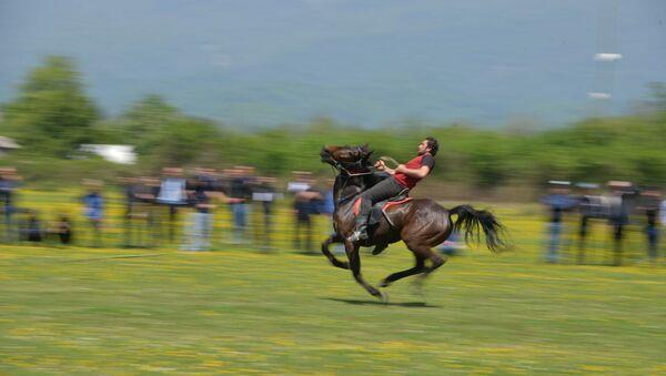 Конноспортивные соревнования ко Дню Победы начались в Кутоле - Sputnik Аҧсны