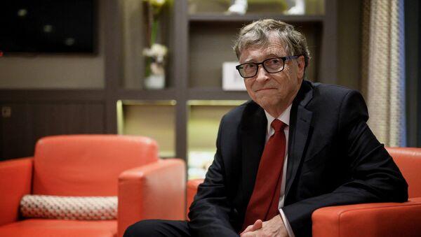 Билл Гейтс Основатель Microsoft из США, сопредседатель Фонда Билла и Мелинды Гейтс Билл Гейтс позирует фотографу 9 октября 2019 года в Лионе, центрально-восточная Франция, во время конференции по финансированию Глобального фонда для борьбы со СПИДом, туберкулезом и туберкулезом. Малярия. - Глобальный фонд для борьбы со СПИДом, туберкулезом и малярией 9 октября 2019 года начал кампанию по сбору 14 миллиардов долларов на борьбу с глобальными эпидемиями, но столкнулся с тяжелой битвой перед лицом усталости доноров. Фонд запросил 14 миллиардов долларов, сумма, которая, по его словам, поможет спасти 16 миллионов жизней, предотвратить «234 миллиона инфекций» и вернуть мир на правильный путь к достижению цели ООН по прекращению эпидемий ВИЧ / СПИДа, туберкулеза и малярии внутри страны - Sputnik Абхазия