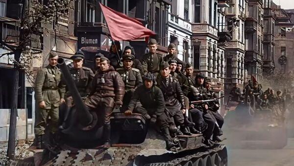 Ожившая плёнка: RT публикует эксклюзивные цветные кадры времён Второй мировой войны - Sputnik Абхазия