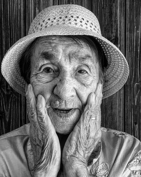 Абхазия в фокусе – 2021 раԥхьатәи аконкурс иаиааиз Оксана Григолиаԥҳа лусумҭа Портрет Любови Николаевны. - Sputnik Аҧсны