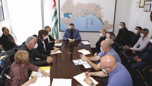 Глава Администрации города Беслан Эшба провел расширенное совещание, посвященное предстоящему масштабному мероприятию. - Sputnik Аҧсны