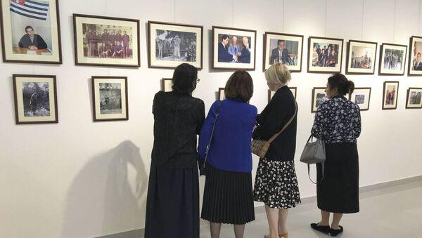 Выставка фотографий в память о Владиславе Ардзинба открылась в Гудауте - Sputnik Аҧсны