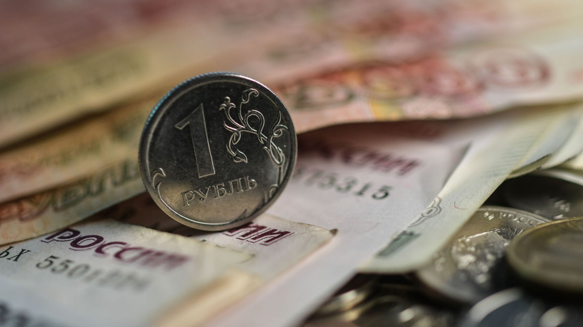 Денежные купюры и монеты. - Sputnik Абхазия, 1920, 12.10.2021
