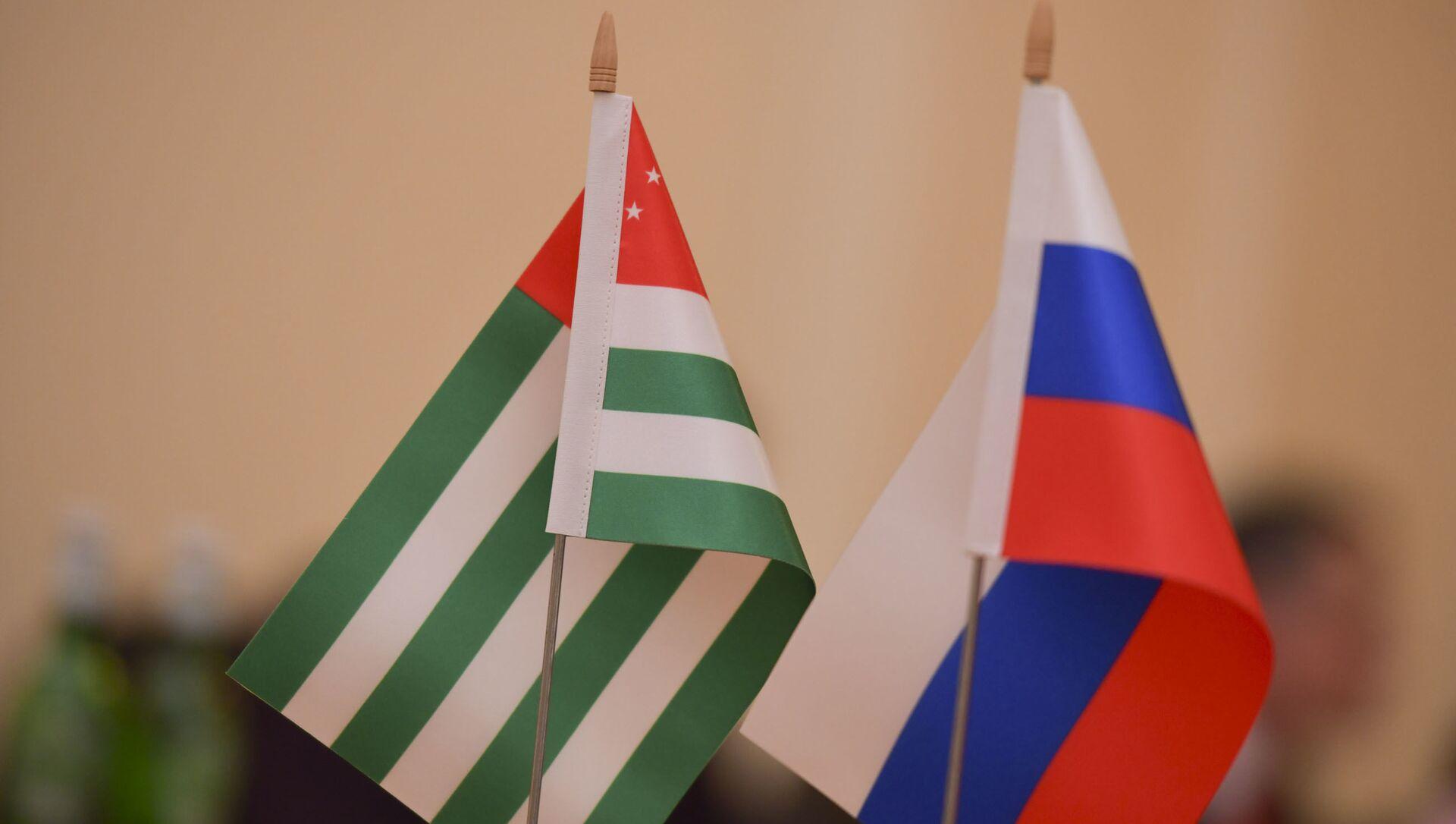 Флаг Абхазии и России  - Sputnik Абхазия, 1920, 09.09.2021