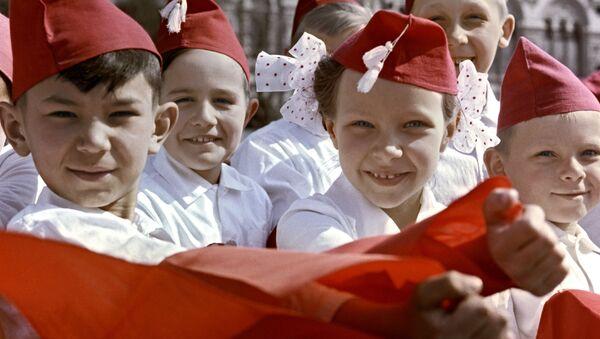 Принятие в пионеры - Sputnik Абхазия