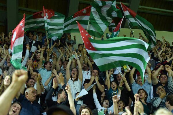 Болельщики сборной Абхазии неистово поддерживали игроков на поле. - Sputnik Аҧсны