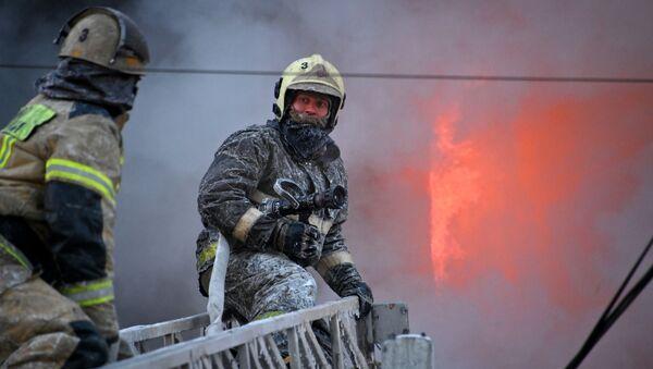 Пожар в здании сервисного обслуживания оборудования в Омске - Sputnik Абхазия