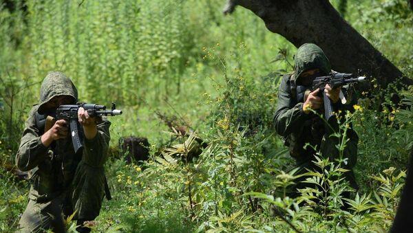Военнослужащие разведывательных подразделений российской военной базы Южного военного округа (ЮВО) в Республике Абхазия провели тактико-специальное учение по ликвидации диверсионно-разведывательных групп (ДРГ) условного противника, скрывающихся в горно-лесистой местности. - Sputnik Аҧсны