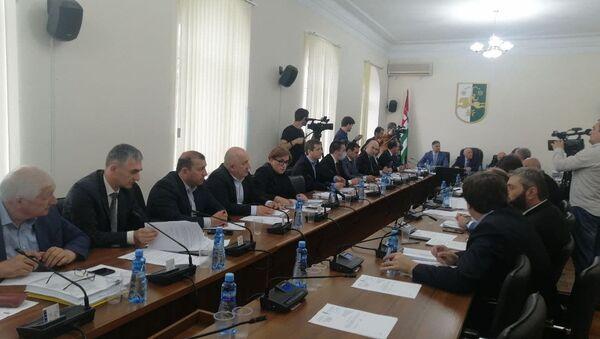 Парламент Абхазии проголосовал за принятие проекта  закона Об исполнении республиканского бюджета за 2020 год в первом чтении.  - Sputnik Аҧсны