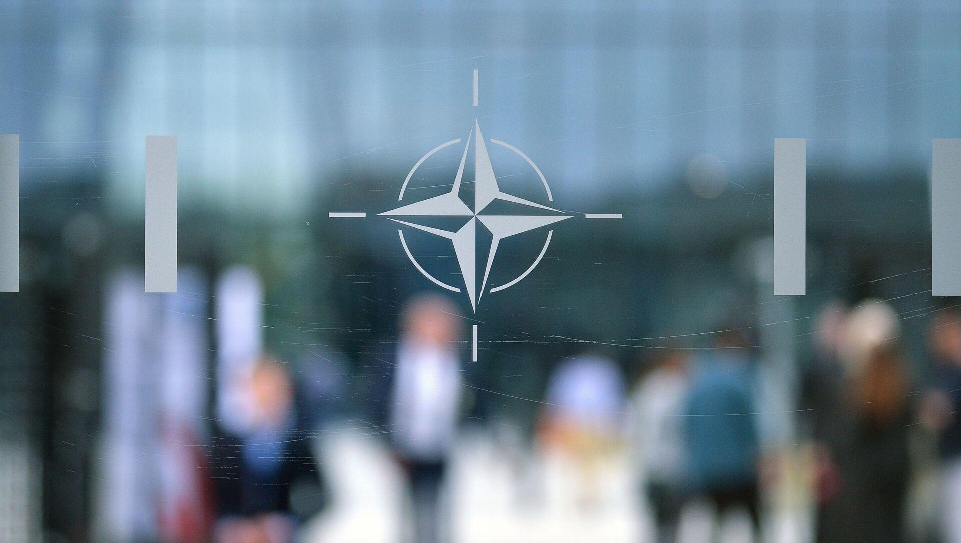 Эмблема Организации Североатлантического договора (НАТО) в Брюсселе.   - Sputnik Абхазия, 1920, 15.08.2021