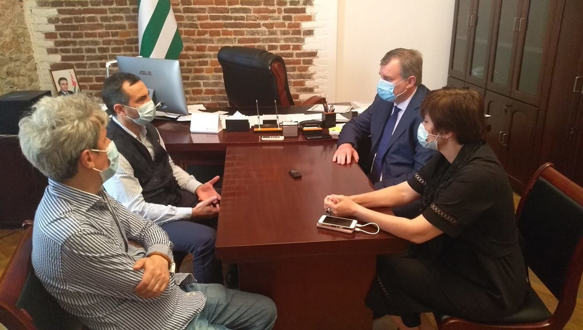 Министр здравоохранения Эдуард Бутба встретился с представителями Всемирной организации здравоохранения - Sputnik Абхазия, 1920, 16.06.2021