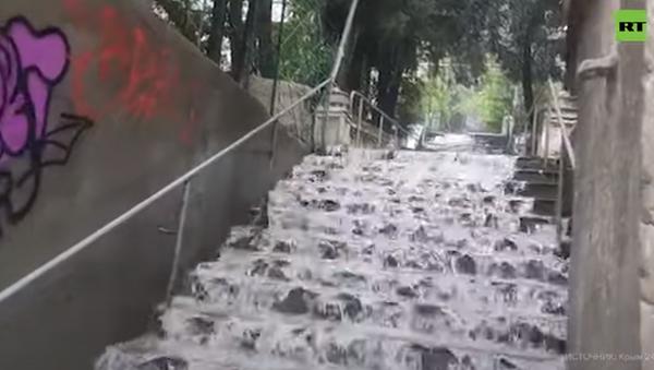 Из-за сильного дождя в Ялте введён режим ЧС - Sputnik Абхазия