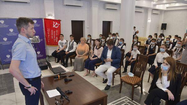 Урок мужества в посольстве РФ в Абхазии  - Sputnik Аҧсны