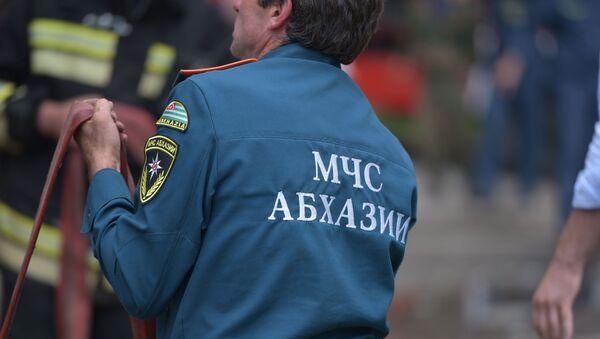 МЧС Абхазии тушат пожар  - Sputnik Абхазия