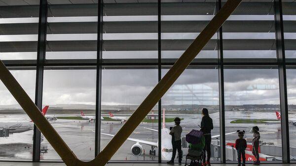 Пассажиры в Международном аэропорту Стамбул - Sputnik Абхазия