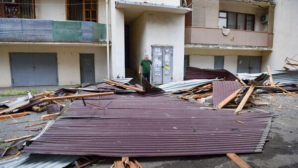 Штормовой ветер снес крыши домов  - Sputnik Абхазия