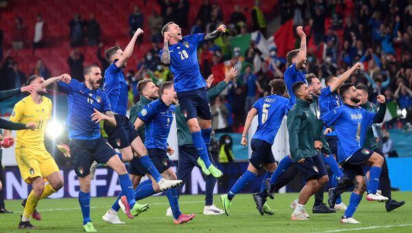 Игроки итальянской сборной после выхода в финал Евро-2020  - Sputnik Аҧсны