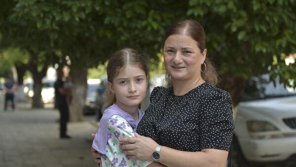 Подопечная фонда Ашана Николь Аргун с мамой  - Sputnik Аҧсны