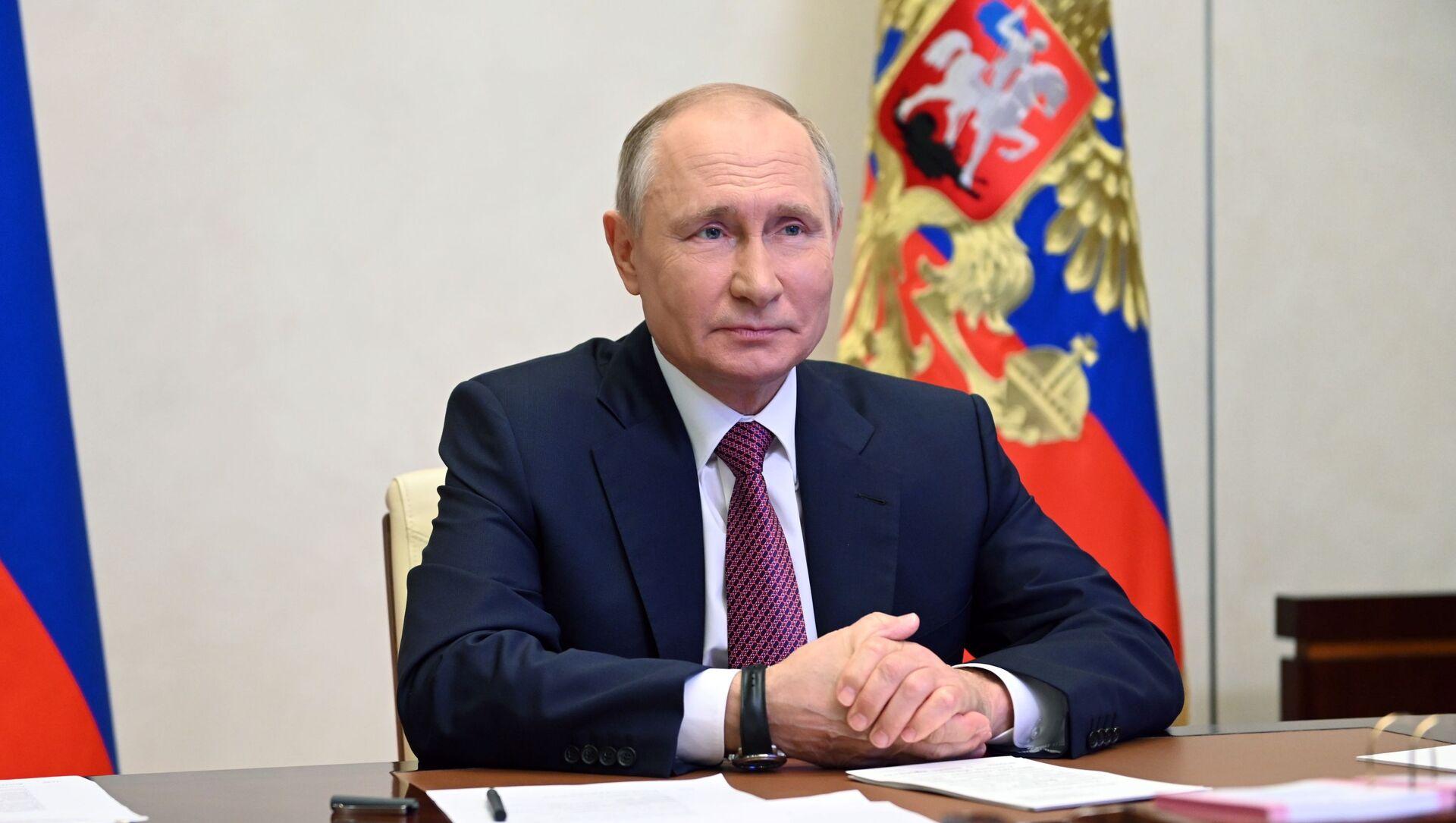 Президент РФ В. Путин провел встречу с финалистами конкурса Большая перемена - Sputnik Абхазия, 1920, 30.09.2021