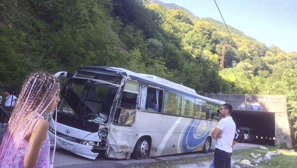 Дорожно-транспортное происшествие по дороге на озеро Рица  - Sputnik Абхазия