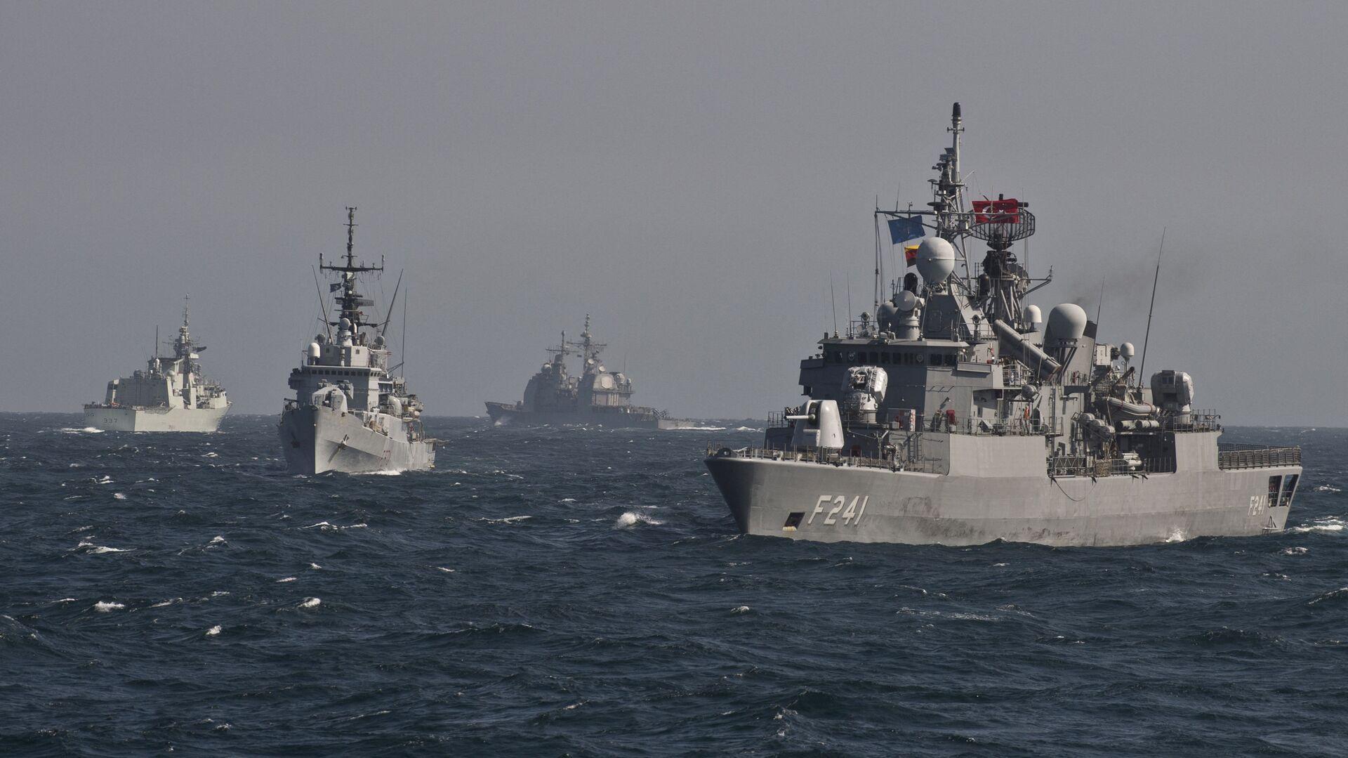 Военные корабли Постоянной морской группы-2 НАТО принимают участие в учениях на Черном море в 60 км от города Констанца - Sputnik Абхазия, 1920, 25.07.2021