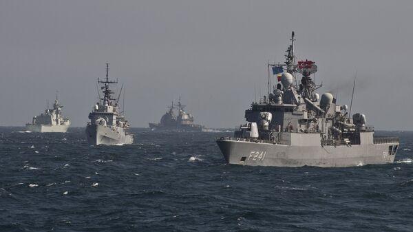 Военные корабли Постоянной морской группы-2 НАТО принимают участие в учениях на Черном море в 60 км от города Констанца - Sputnik Аҧсны