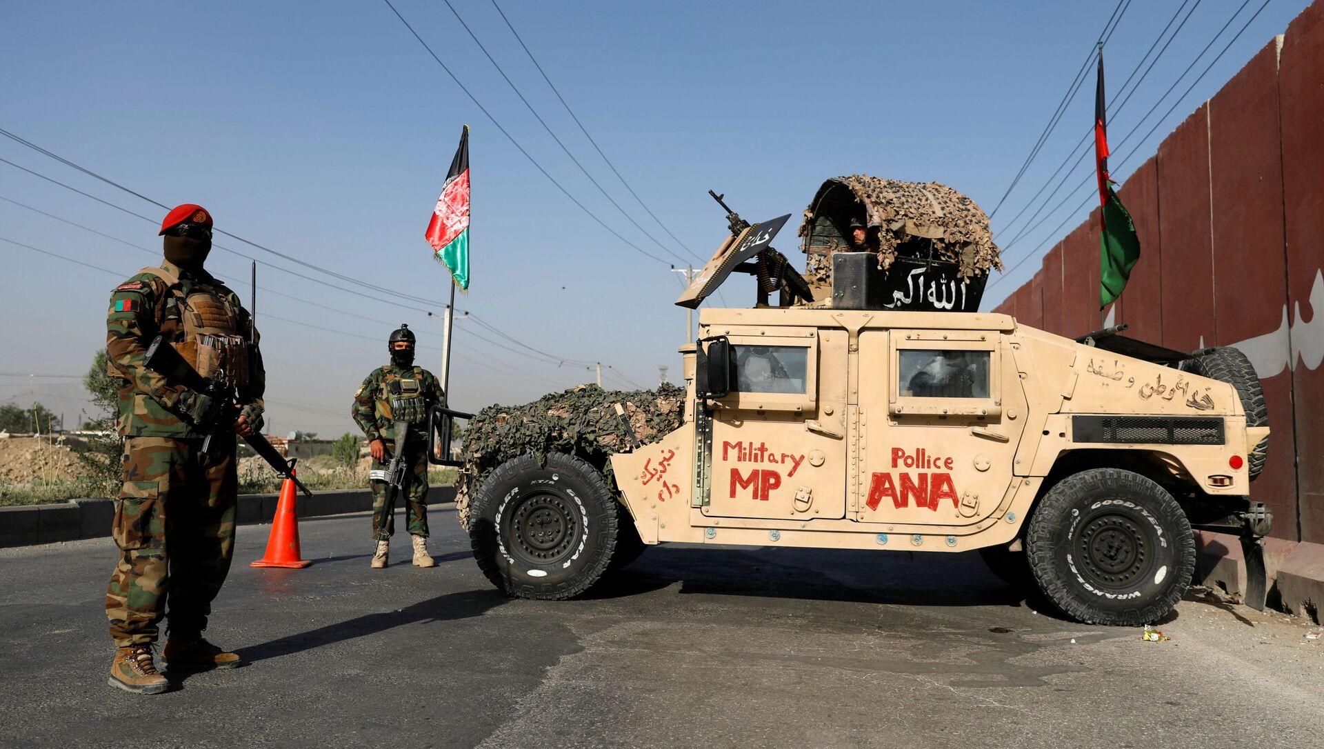 Офицеры Афганской национальной армии несут вахту на контрольно-пропускном пункте в Кабуле, Афганистан, 8 июля 2021 года. - Sputnik Абхазия, 1920, 15.08.2021