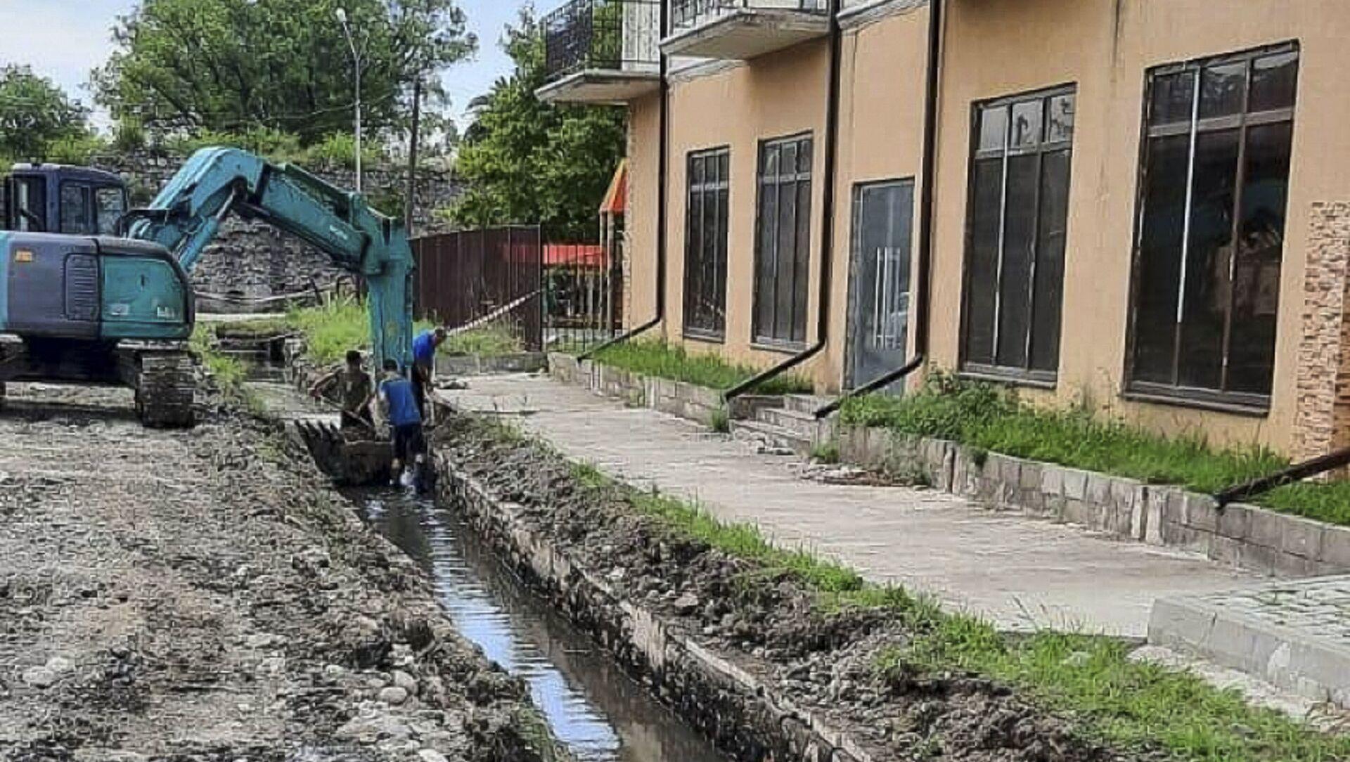 На улице Абазинская идет подготовка к укладке ливневых канализаций - Sputnik Абхазия, 1920, 29.07.2021