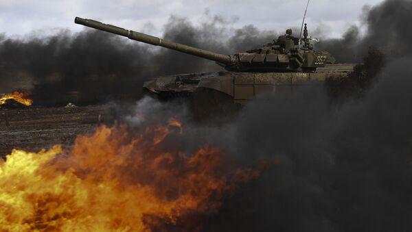 Танк Т-72Б3 во время соревнований Международные армейские игры в Свердловской области. Рекадрированный. - Sputnik Абхазия