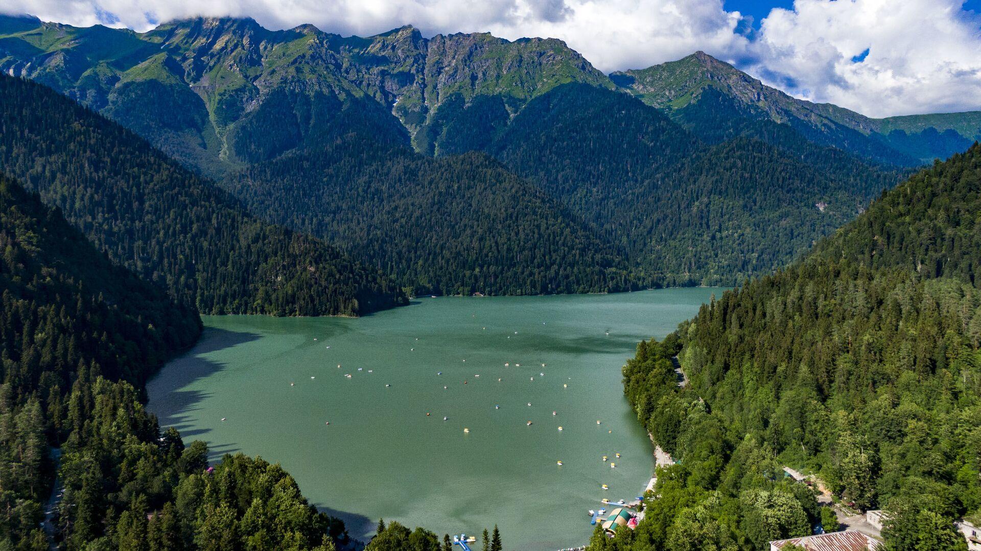 Озеро Рица с птичьего полета  - Sputnik Абхазия, 1920, 04.08.2021
