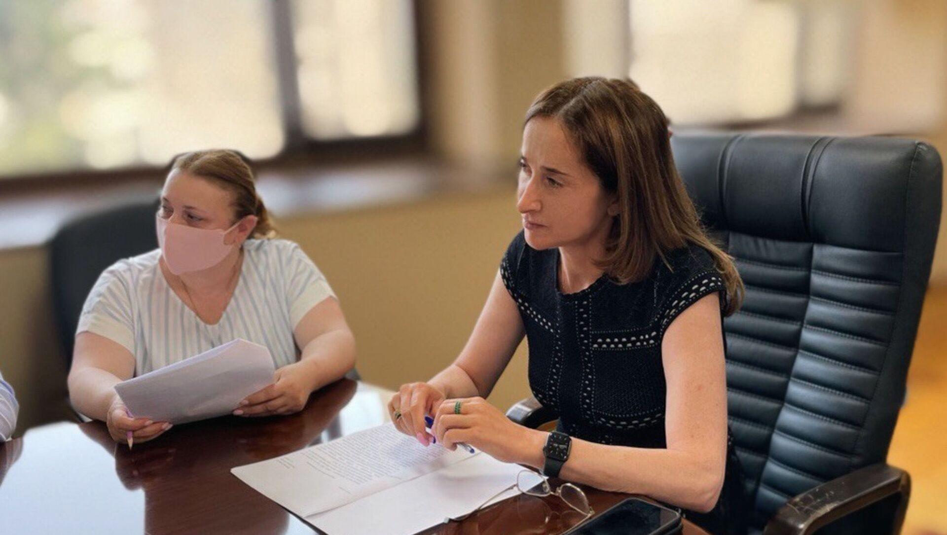 Вице-премьер, министр экономики Кристина Озган провела совещание с представителями бизнеса в сфере продажи топлива. - Sputnik Аҧсны, 1920, 04.08.2021
