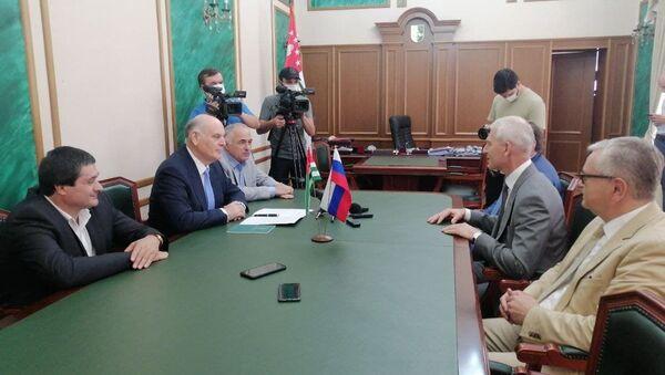 Президент Абхазии встретился с министром спорта России Олегом Матыциным. - Sputnik Аҧсны
