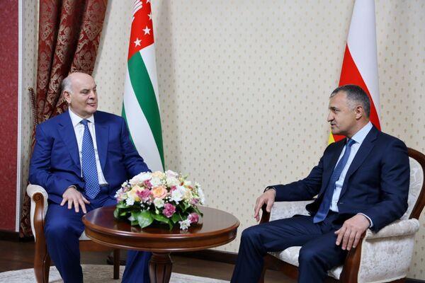 Главы государств обсудили вопросы дальнейшего сотрудничества, в том числе возможности экономического взаимодействия. - Sputnik Абхазия
