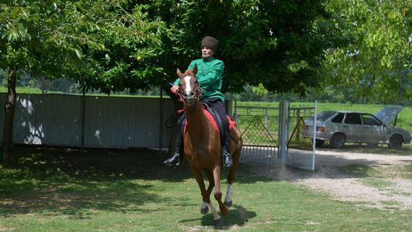 Мастер по апацхам и мастер спорта по конному спорту Отар Чанба  - Sputnik Абхазия
