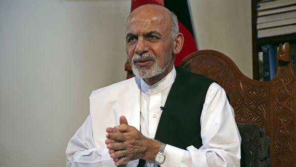 Кандидат в президенты Афганистана и бывший министр финансов Ашраф Гани Ахмадзай выступает во время интервью Associated Press в своей резиденции в Кабуле, Афганистан, в понедельник, 14 июля 2014 года. Ахмадзай сказал, что сделка при посредничестве США по полной ревизии бюллетеней вернула страну назад с края пропасти и вернуть легитимность правительства в нужное русло. - Sputnik Абхазия